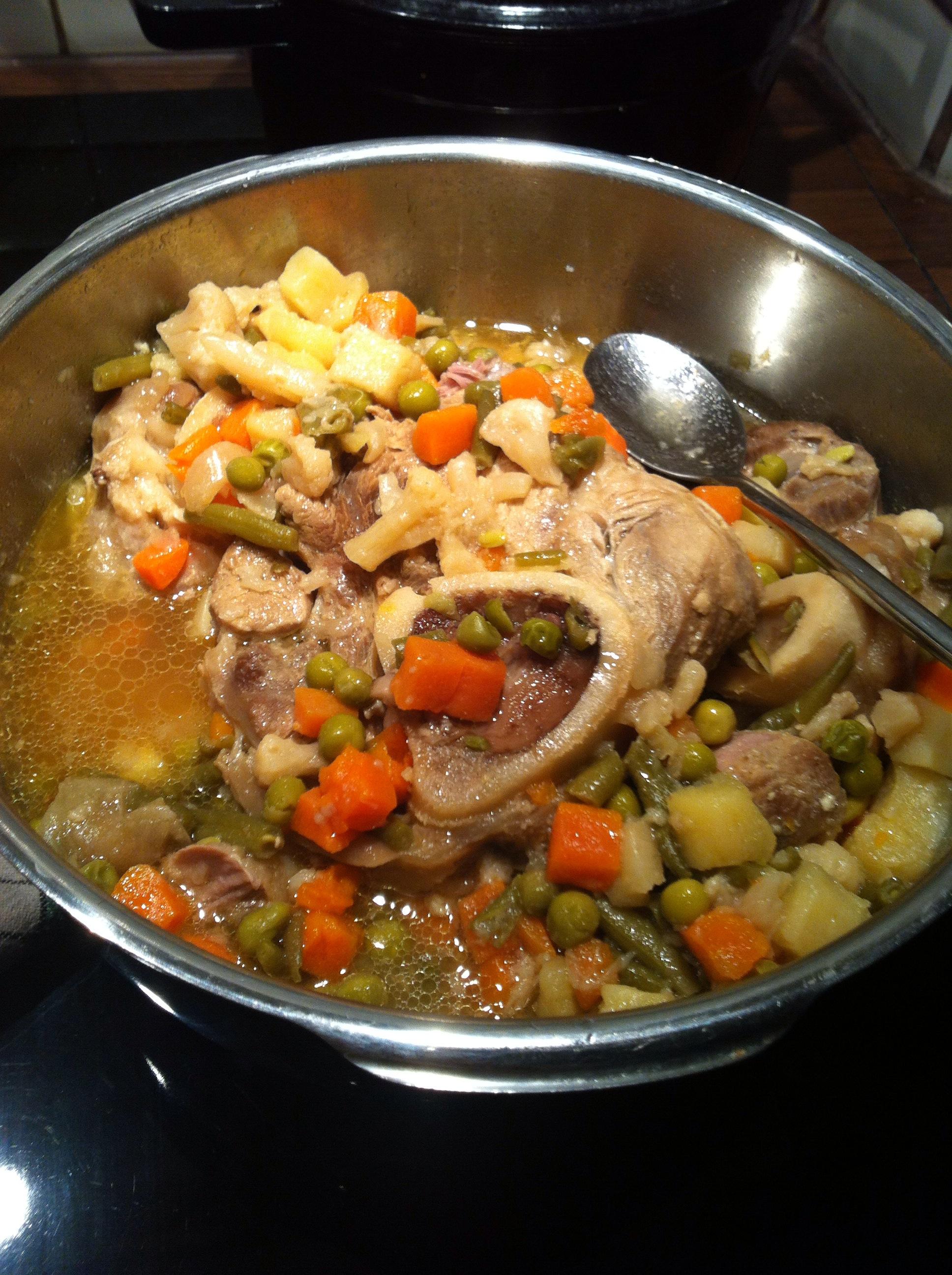 Osso bouco jarret de veau avec les legumes printainieres soyfleur - Comment cuisiner le jarret de veau ...